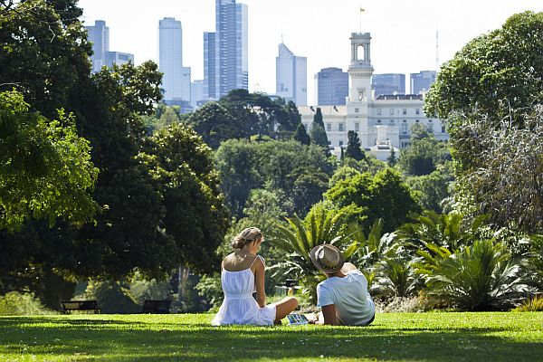 Couple relaxing in Royal Botanic Gardens