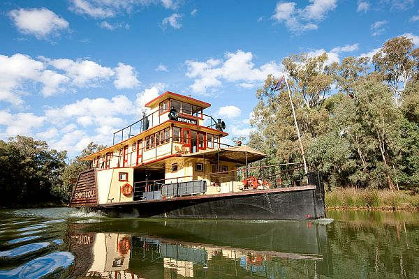 Paddle steamer Emmylou on the Murray River at Echuca